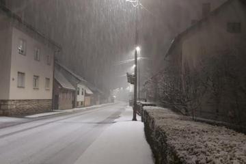 Prve pahulje pale u Gorskom kotaru i Lici, a snijeg iznenadio i Istru