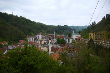 12. travnja 1993. – pokolj prije genocida u Srebrenici– ubijeno 62 djece na školskom igralištu
