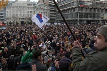 POLITIČKI KAOS U Srbiji se stvara stranka koja će biti opasnija od Šešeljevih radikala: 'Ti šarlatani će zatresti zemlju'