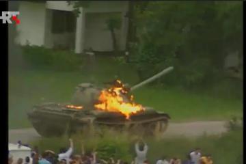 2. srpnja 1991. – Građani Zagreba stali pred tenkove 'JNA' iz 'Maršalke' (VIDEO)