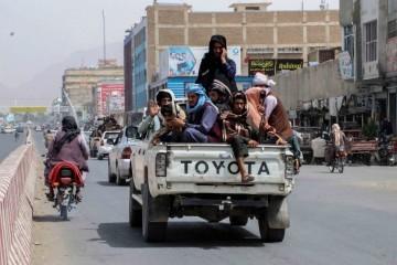 Nemiri se nastavljaju: Talibani pucali po ljudima koji prosvjeduju zbog promjene nacionalne zastave