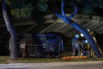 Teška nesreća u Splitu: Izletio s ceste autom i završio na krovu