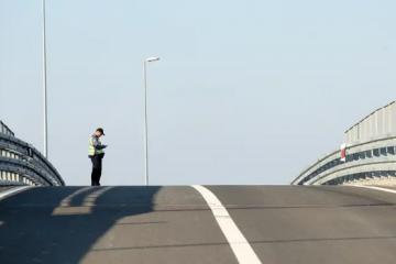 Smrtonosan izazov na Tik-Toku: Djeca se bacaju ispred auta koji je u vožnji, pa ga izbjegavaju...