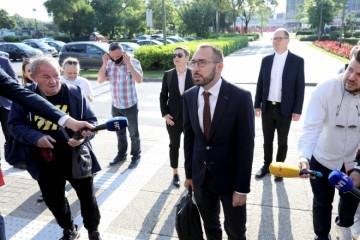 (USKORO UŽIVO) Primopredaja ovlasti gradonačelnika traje dulje nego je očekivano: Čeka se prvo obraćanje Tomislava Tomaševića