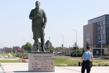 Ponovno išaran Tuđmanov spomenik u Zagrebu