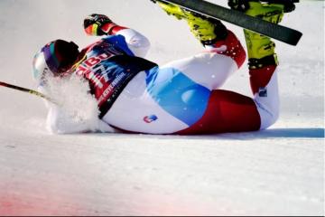 VIDEO: STRAVIČAN PAD Švicarac pao na stazi u Kitzbühelu jureći 140 km/h!