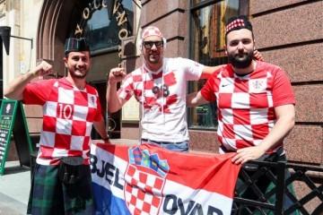 UŽIVO: NIKAD MANJE KOCKASTIH, ALI BIT ĆE LUDO! Okupljaju se hrvatski navijači u Glasgowu, Dalić sprema veliko iznenađenje za utakmicu godine