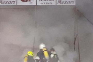 Plamen progutao noćni klub u Sesvetama
