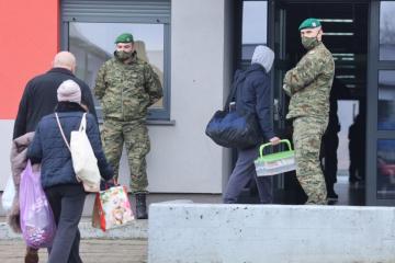 EVAKUIRA SE VOJARNA U PETRINJI: Dom je za više od 300 civila, volonterima, centru HV-a…