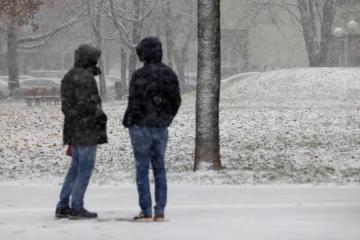 PROGNOZA ZA SUBOTU Očekuju nas pljuskovi i grmljavine, u dijelovima Hrvatske moguć i snijeg