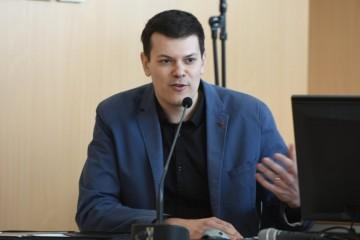 'BRAVO TATA, ZASLUŽIO SI!'  Vuk Vuković komentirao imenovanje oca šefom Holdinga: Ovo je najbitnije što trebate znati o njemu