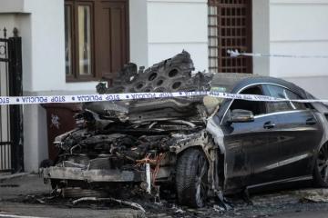 U Zagrebu je usred noći izgorio luksuzni Mercedes, vlasnica je djevojka (25). Policija istražuje