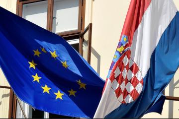 INCIDENT U SARAJEVU: Strgnuta zastava sa zgrade hrvatskog veleposlanstva!