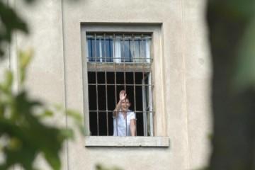 (FOTO) I ZATVORI NAM SE URUŠAVAJU! Oluja u Požegi srušila zatvorski zid