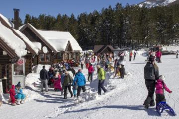 U susjednoj BiH cvate zimski turizam: Cjepiva nema, zaraženih sve manje, a sezona nikad bolja