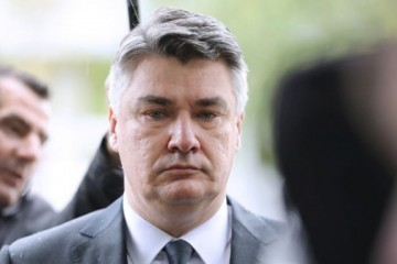 INCIDENT U OKUČANIMA Milanović napustio obljetnicu 'Bljeska' zbog odore s porukom 'Za dom spremni'!