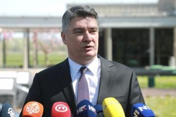 Milanović Kosanoviću: 'Jeste li ovdje kao novinar ili političar?'