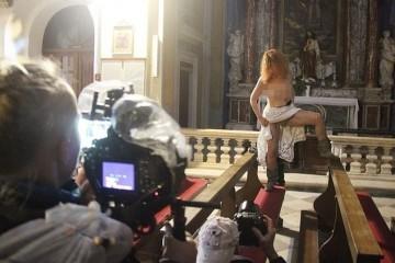 Nakon što je pozirala gola u dubrovačkoj crkvi, Beograđanka zaradila prijavu, baš kao i fotograf