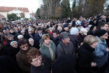 Više od 10.000 ljudi ispraća fra Zvjezdana Linića