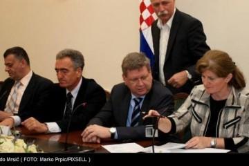 Sindikati i Vlada potpisali sporazum: 'Nema pobijeđenih niti pobjednika'