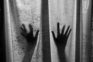 Djevojčicu od 11 godina silovao očuh, a država joj zabranjuje pobačaj!