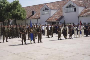Krstičević odlučio prekinuti pasji život vojnika koji se dižu u 4, a kući dolaze u 19h: vojska se vraća u Sinj!