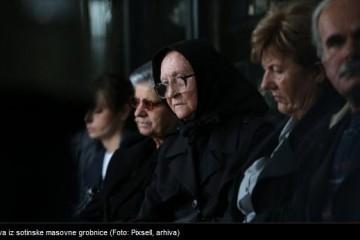 Sahrana žrtava rata pronađenih u masovnoj grobnici u Sotinu
