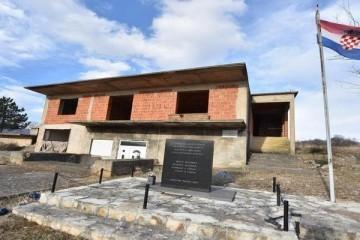 Oštećena kuća zvjerski ubijene obitelji Čengić