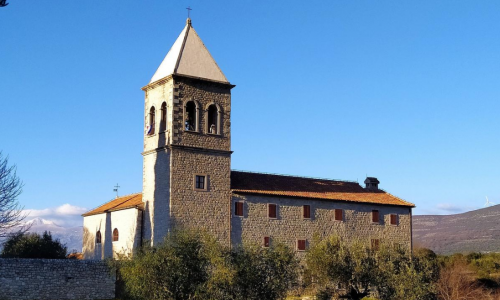 U Karinu je obilježena 28. godišnjica Dana sjećanja na razaranje franjevačkog samostana i crkve u Domovinskom ratu