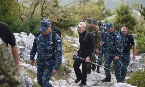 FOTOGALERIJA Ministar Krstičević popeo se na najviši vrh Mosora s pripadnicima Hrvatske ratne mornarice
