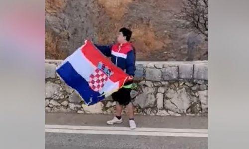 'Pupovac, vidiš kako se voli Hrvatska?'; Kinez izvedbom domoljubnog hita 'zapalio' internet
