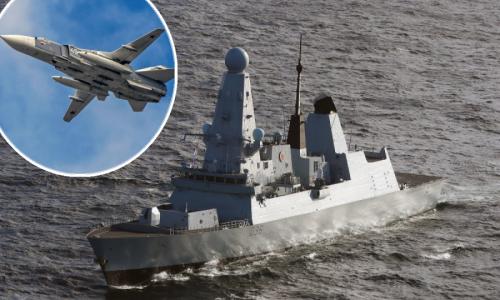 Rusija 'otvorila vatru' na britanski razarač kod Krima, borbeni avion ispustio četiri bombe