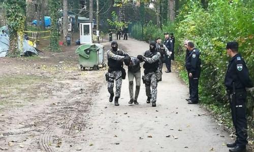 KAOS KOD SARAJEVA Migranti ozlijedili dvojicu policajaca; prevrnuli i oštetili više automobila