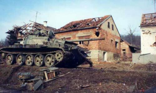 BROJNE ŽRTVE, PAD PETRINJE: Ovaj napaćeni grad je četiri godine stenjao pod srpskom okupacijom (video)