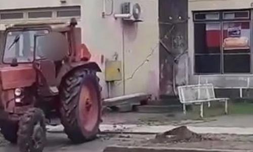 Komletinci: Traktorom srušili 'spomen ploču partizanima'